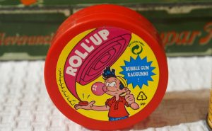 chewing-gum-rollup-90